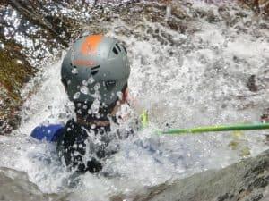 Apprentissage de la descente en rappel dans le canyon du Gourg des Anelles