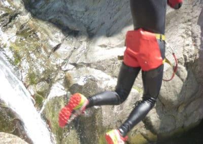 Dernier saut de 5 mètres dans le canyon du Gourg des Anelles
