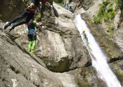 accompagnementen canyon pour les débutants ou les expérimentés. Un saut facile de 5 mètres ntés